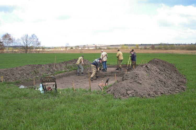 Розкопки провели на місці встановлення опор лінії електропередач.
