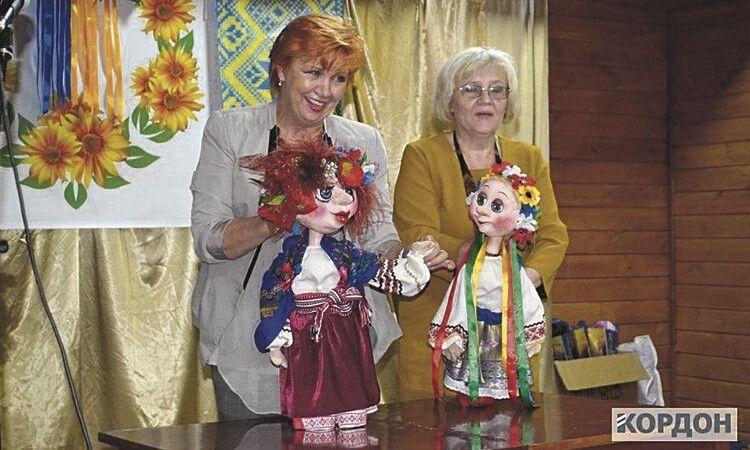 «Галю! Де ти, Галю?» – «Та тут я!» – понад 20 літ ляльки жартують на злобу дня.