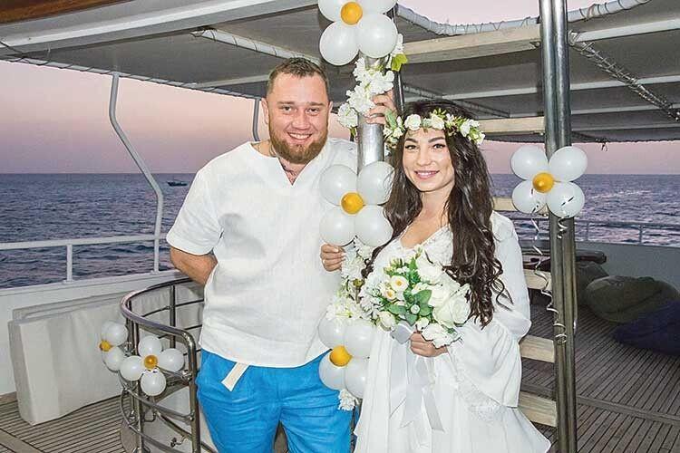 Екстремали пожиттю віддали перевагу екзотичному весіллю.