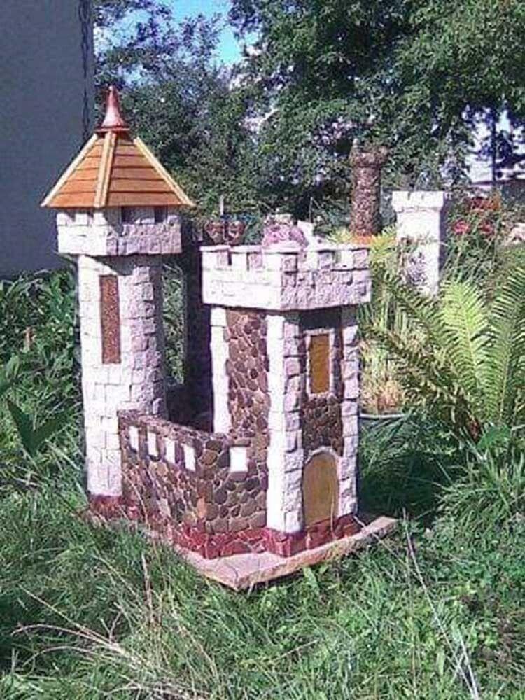 Мініатюрні замки з природного каменю стають окрасою приватних обійсть і вибагливих ландшафтних композицій.