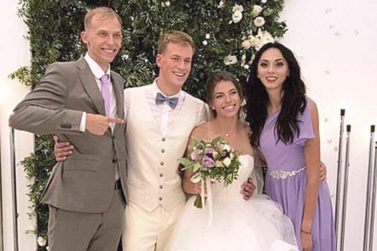 Титуловані спортсмени відсвяткували «біло-фіолетове» весілля.