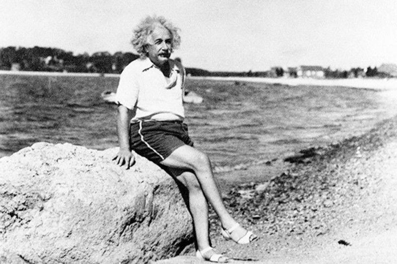 Ейнштейн по-особливому бачив світ, умів дотепно пожартувати і не соромився своїх дивацтв.