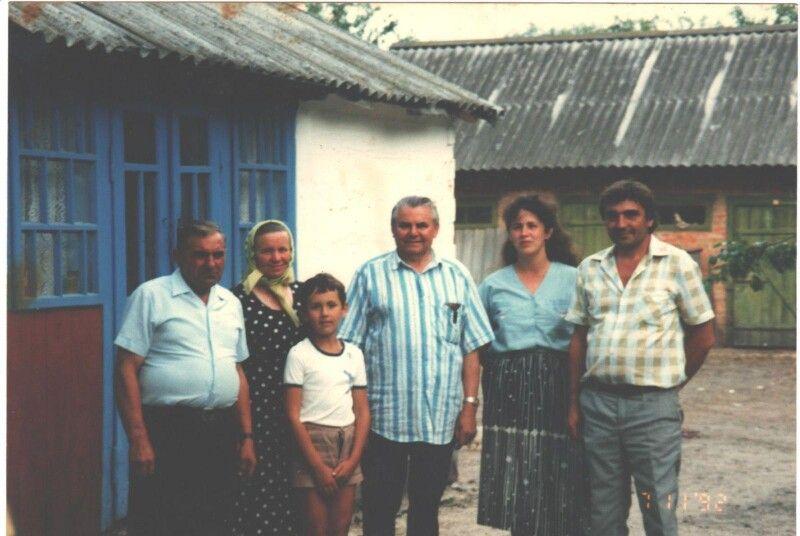 Григорій Мирончук в гостях у двоюрідного брата у Великій Ведмежці.