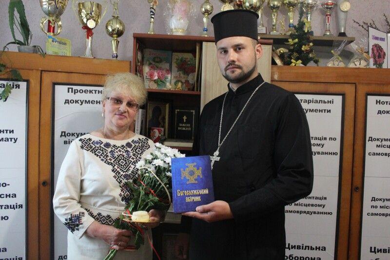 Настоятель отець Тарасій Сидорук щиро подякував благодійнику Тетяні Панасюк за підтримку Ощівської парафії.