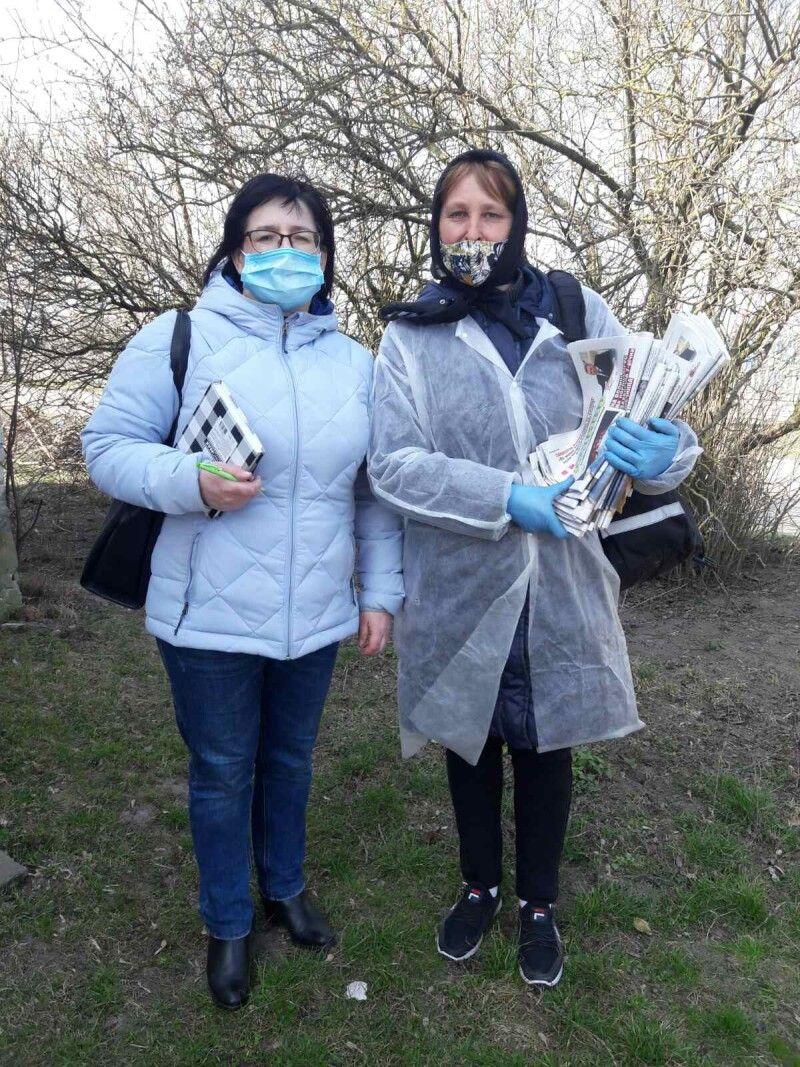 Кореспондент газети і листоноша Людмила Ющак працювали в парі.