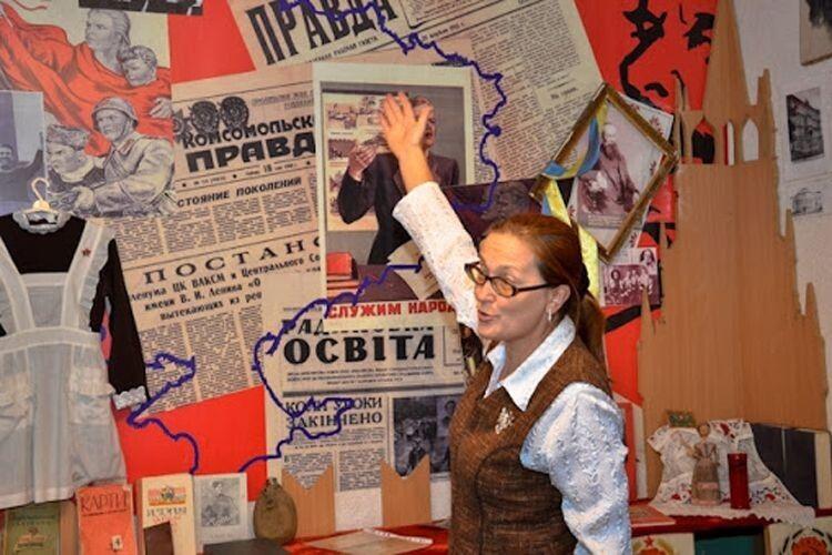 У 2004 році Елла Василівна створила в школі Музей освіти, де час від часу проводить тематичні уроки. А ще допомагає писати дослідницькі праці своїм учням.