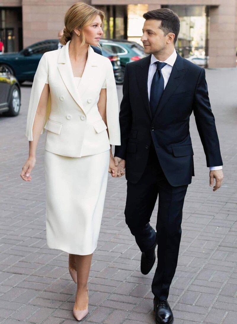 Можуть собі дозволити: і одяг, і золоті сережки, які Олена Зеленська вдягла на інавгурацію, – ручної роботи від відомих українських брендів.