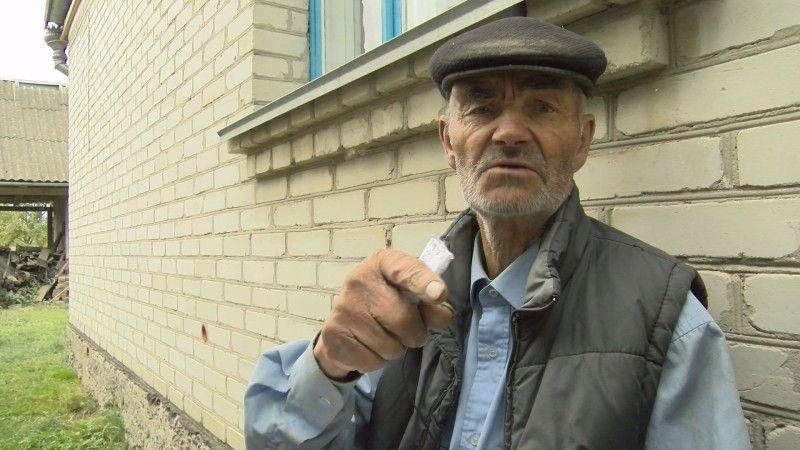 Федір Панасюк давно занотував імена своїх убитих односельців.