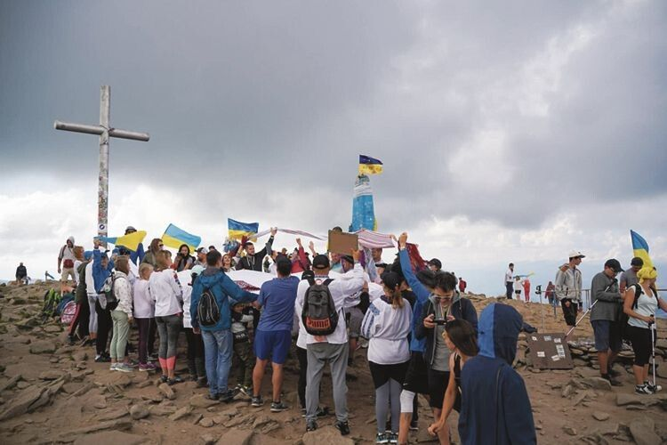 2 500 українців приклали свою руку до цього унікального досягнення.