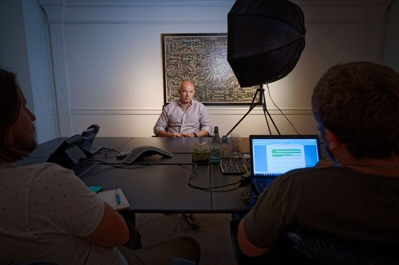 Інтерв'ю Ігор Палиця давав не у себе в кабінеті, а в спеціальній кімнаті для переговорів.