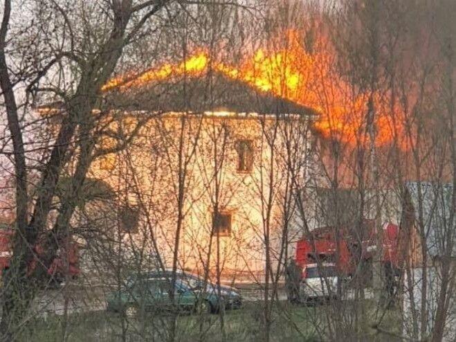 Вогонь був дуже сильний. Фото Євгена СКРИПНИКА.