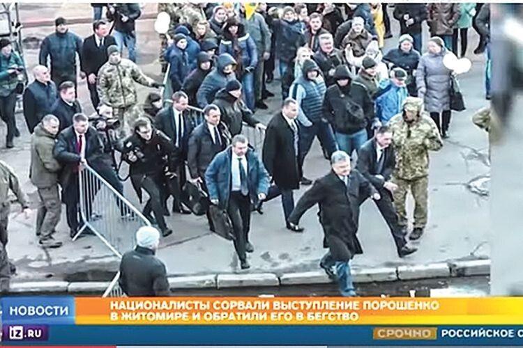 ... і виходить, що Порошенко втікає з мітингу.