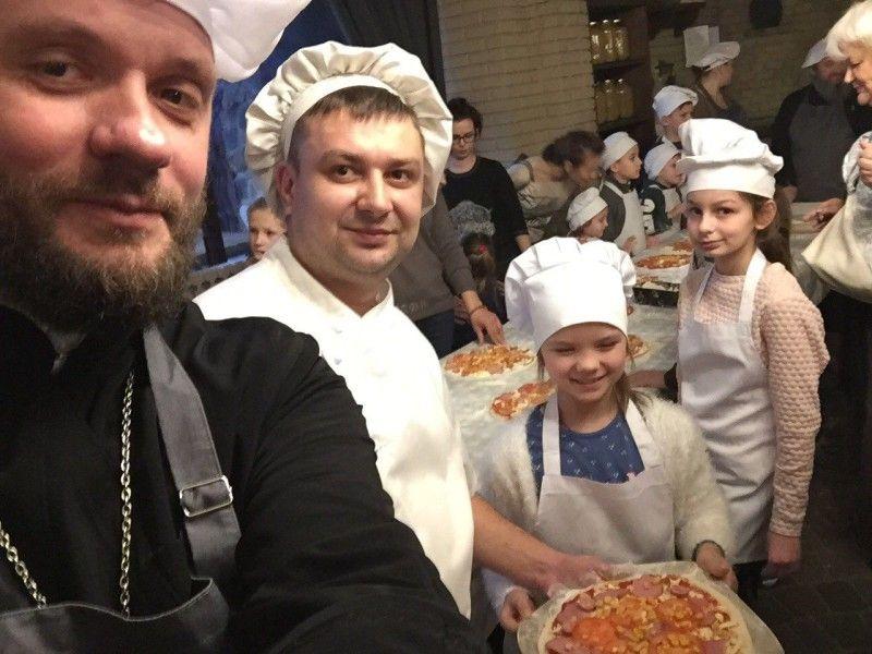 Власноруч приготована піца видалася смачнішою, ніж від професійних кухарів.