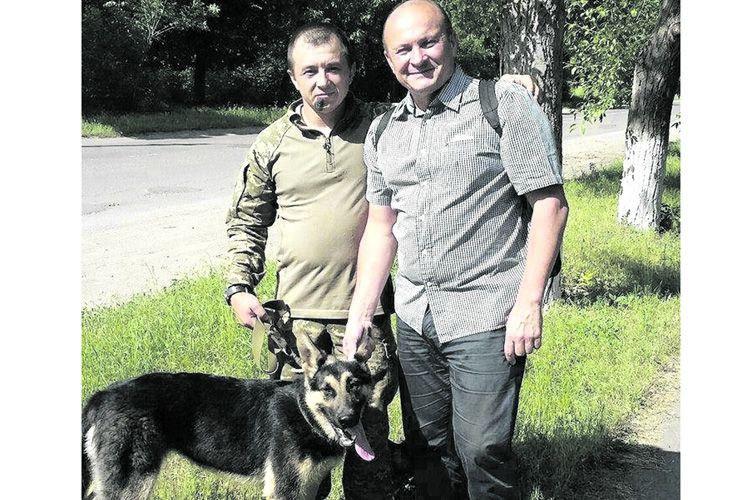 Діна – надійна військова «подруга» і віддана захисниця.
