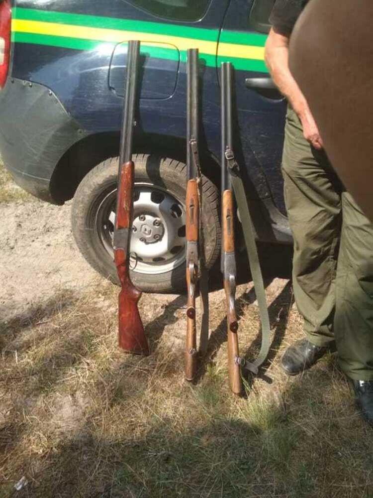 А йшли чоловіки, мабуть же, полювати на качок.