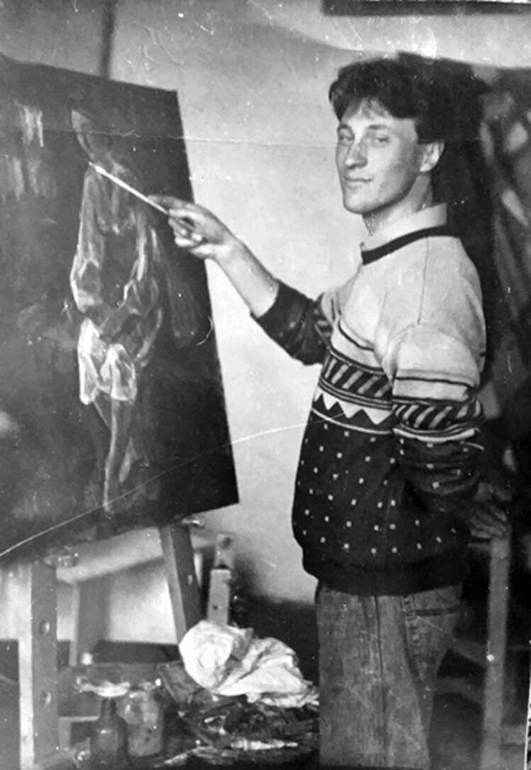 За мольбертом – син талановитого художникасамоучки Іван.