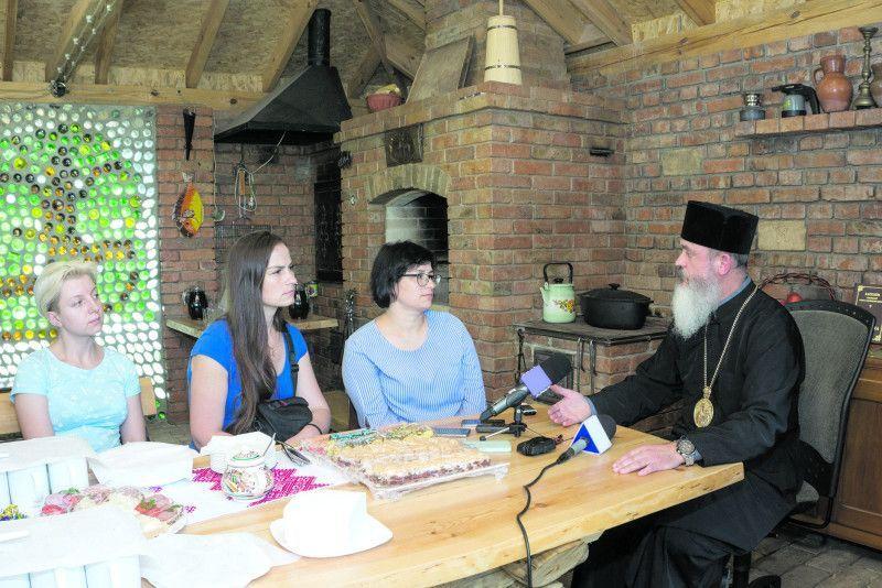 Після розмови владика пригостив кореспондентів традиційними галицькими пляцками.