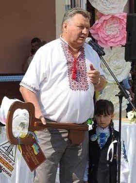 На урочистості з нагоди відкриття Леонід Стефанович передав символічний ключ новим господарям приміщення.