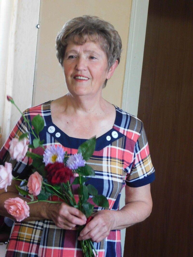 Ось вона – щаслива іменинниця Віра Сачук. Фото Лесі ВЛАШИНЕЦЬ.