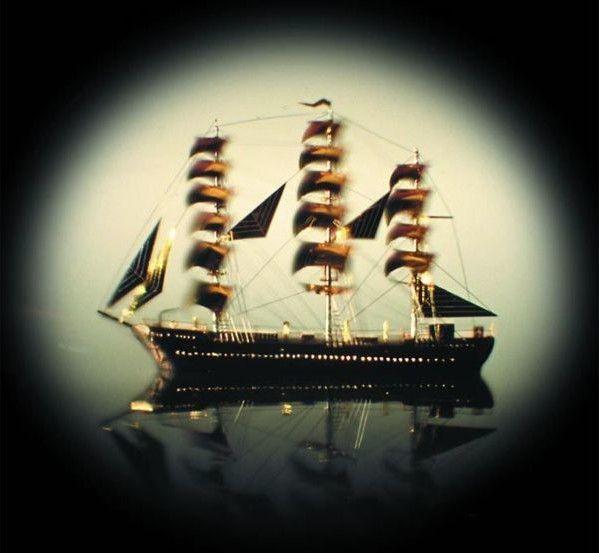 Цей корабель не побачите навіть у бінокль – лише у мікроскоп.