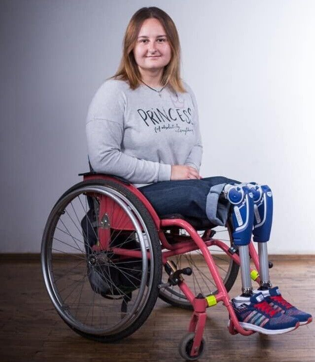 Богдана з вдячністю  згадує, що перші  протези  їй подарували  німецькі  благодійники.