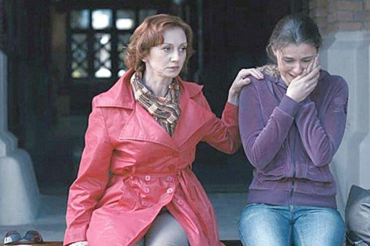 У фільмі про горлицю Римма-Дарина заробляє в Італії на великий будинок.