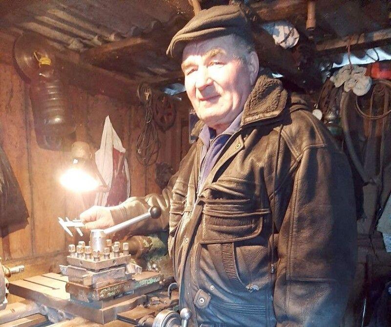 Вийшовши на пенсію, Михайло Адамович облаштував домашню майстерню.
