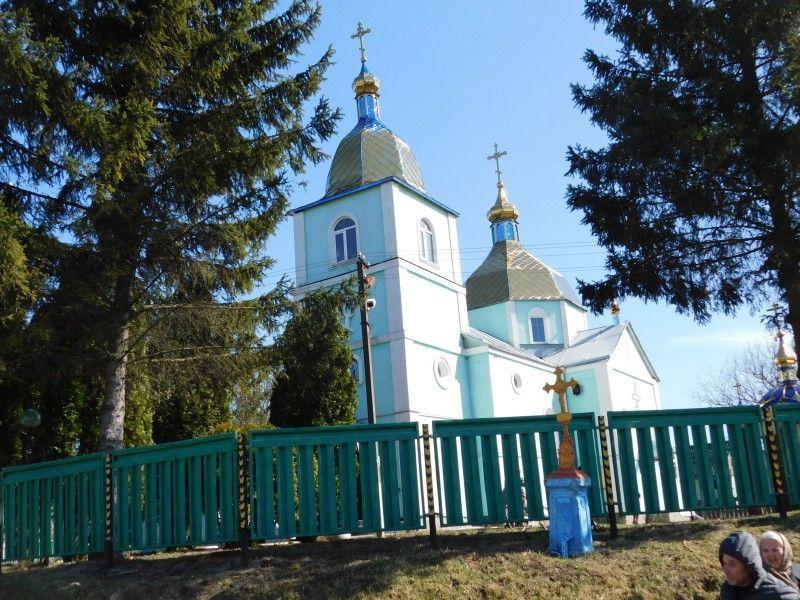 На знімках Свято-Покровський храм у Терешківцях.