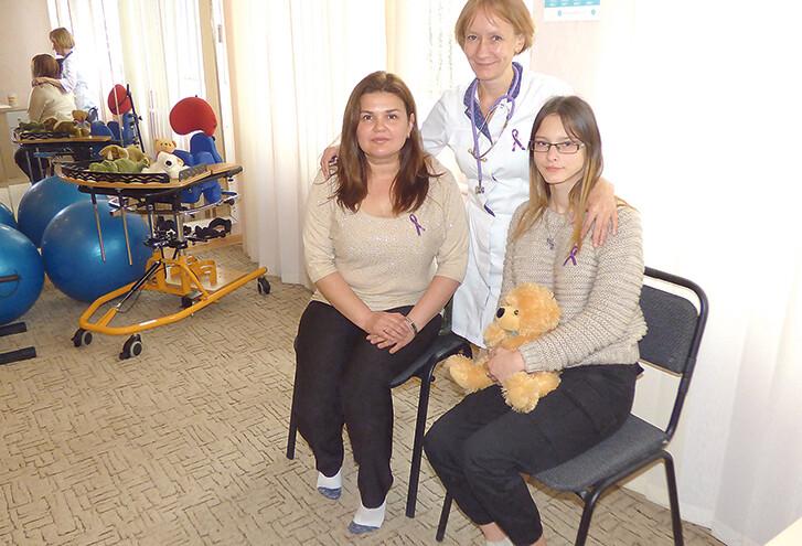 Радіють за «дюймовочку», яка сьогодні нічим не відрізняється від ровесників, її мама Інна Альохіна  та лікарка-рятівниця Оксана Чопко.