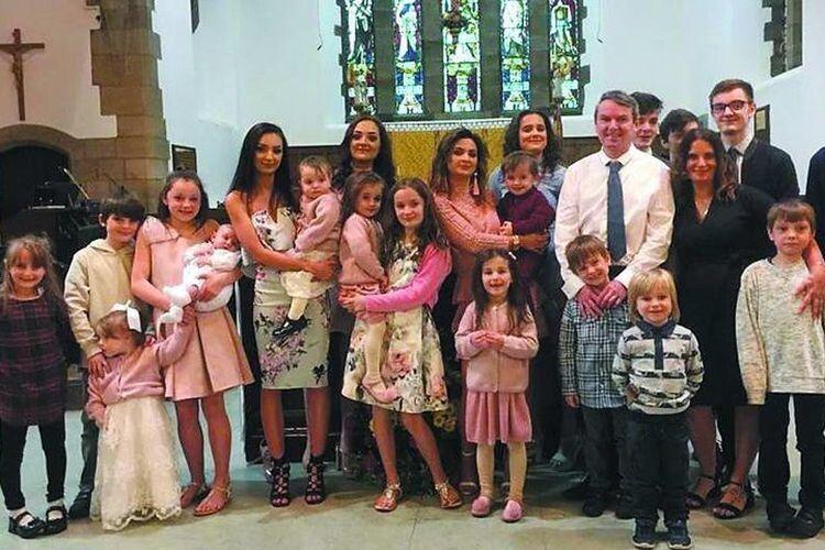 У 2013 році сім'я взяла участь у телевізійному шоу  «16 дітей – далі буде». Так і сталось!