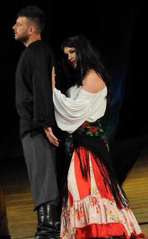 Пристрасну любов Ази і Василя відтворило талановите подружжя Натанчуків.