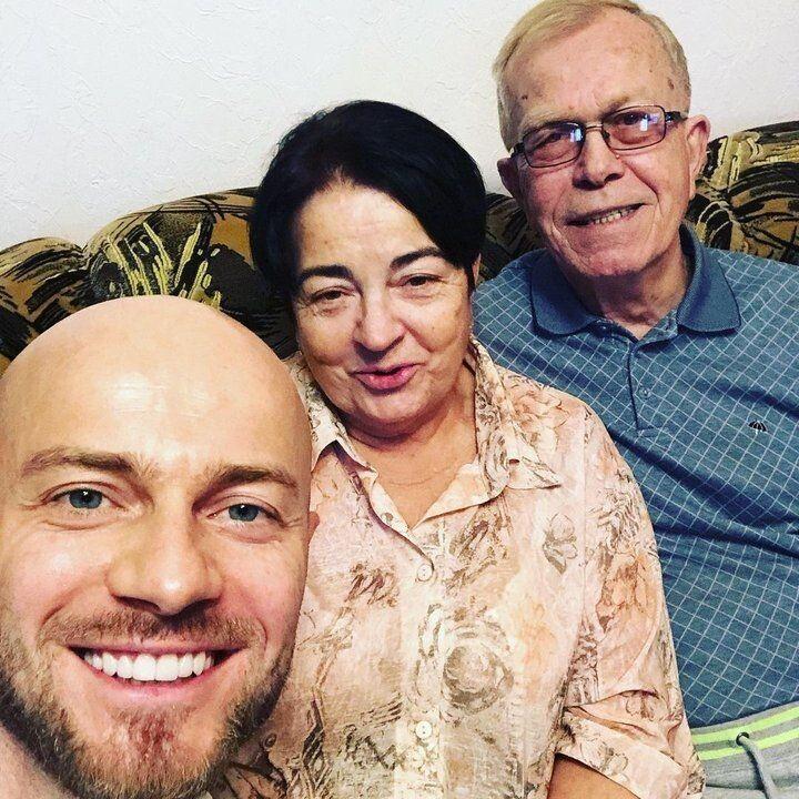 Влад Яма з батьками.
