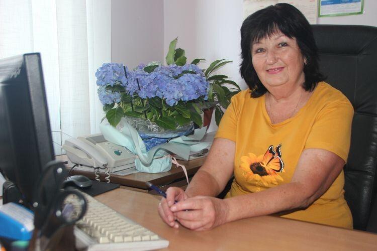 З усіх есемесок, які приходять на телефони працівників редакції, колеги найбільше люблять повідомлення Тамари Федорівни про зарплату.