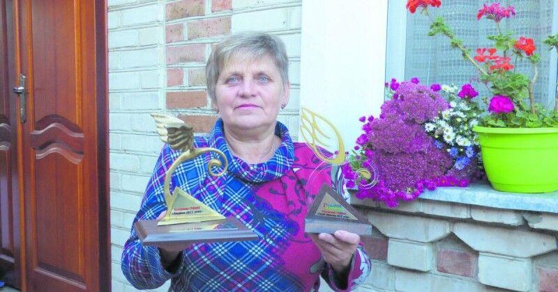 Мама Героя України отримала головну редакційну нагороду від «газети Волинь». Фото Костянтина Гарбарчука.