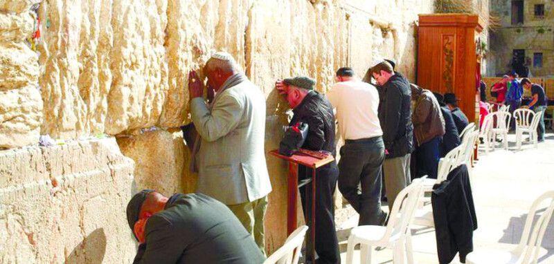 З кінця ХІХ ст. було запроваджене ще й колективне звернення до Бога: тисячі людей моляться разом.