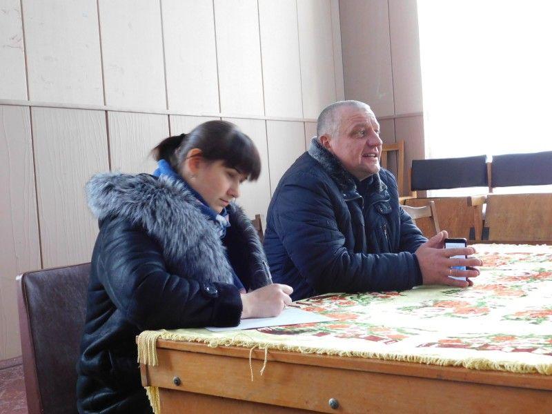 Під час зборів у Мар'янівці. Фото Лесі ВЛАШИНЕЦЬ.