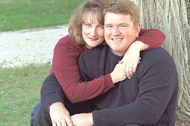 Кенні та Боббі Маккой. Вчені підрахували, що у Боббі Маккой було більше шансів  загинути від падіння астероїда, ніж дати життя сімом діточкам.