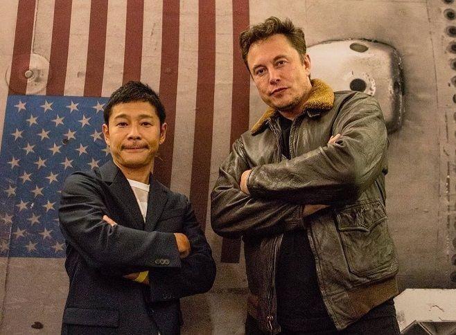 А от Ілон Маск (праворуч) чомусь не поспішає скласти компанію японському багатію укосмічних мандрах.