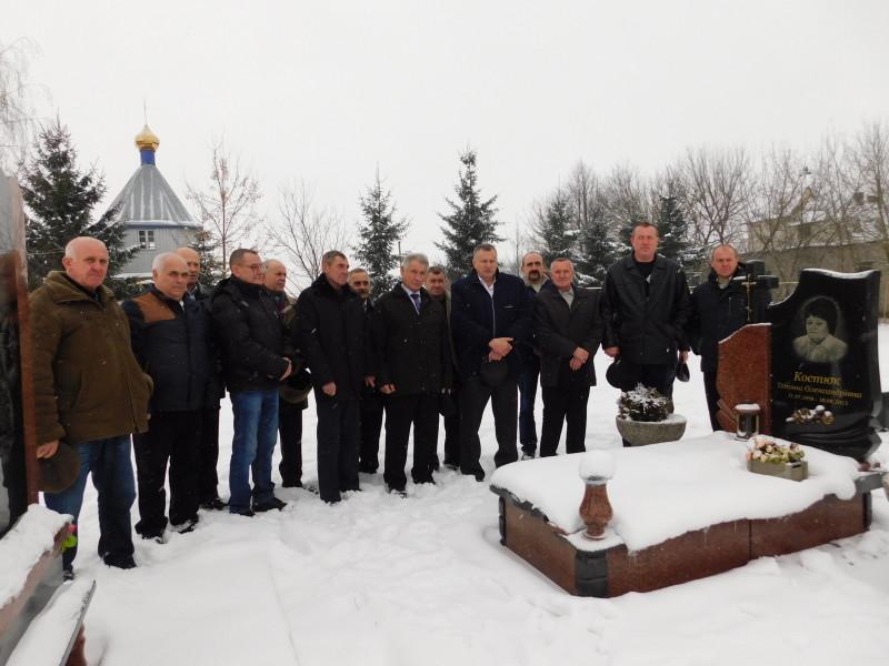 Біля могили колеги
