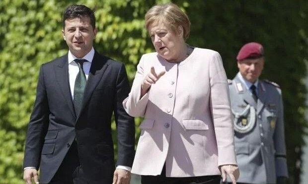 «Я стояв поряд. І повірте, вона була в безпеці», – заявив Володимир Зеленський  на прес-конференції за підсумками переговорів із канцлеркою Німеччини.