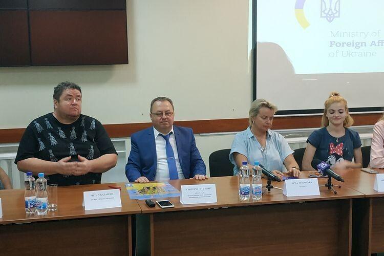НА прес-конференції йшлося, що за винятком Києва, Луцьк – перше місто, де грамитуть виставу.