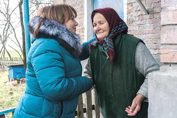 Галина Федончук і Ольга Сахарук, яка пам'ятає,  як маленьку Галю хрестили в 1964 році.