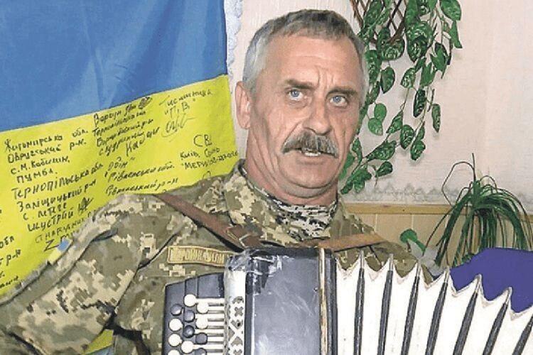 Пане Михайле, Урагане славний, маєте нам ще не раз зіграти «Ясени» Степана Кривенького. Чуєте?