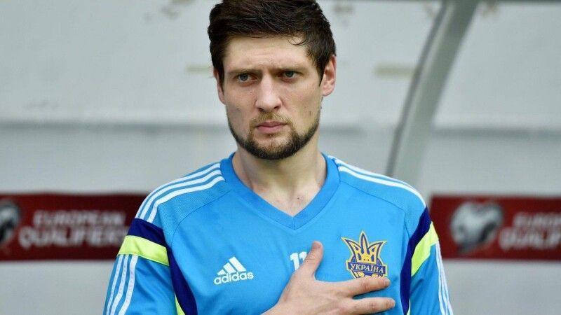На відміну від хорватського тренера Селезньов не зміг опанувати українську мову.