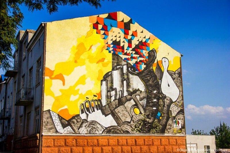 Робота Андрія Горбаля на стіні інституту мистецтв Східноєвропейського національного університету ім. Лесі Українки.