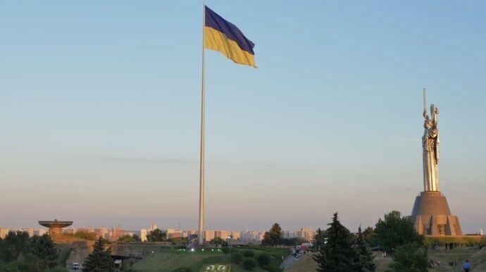 «І гордо наш прапор сіяє!...» Фото pravda.com.ua.