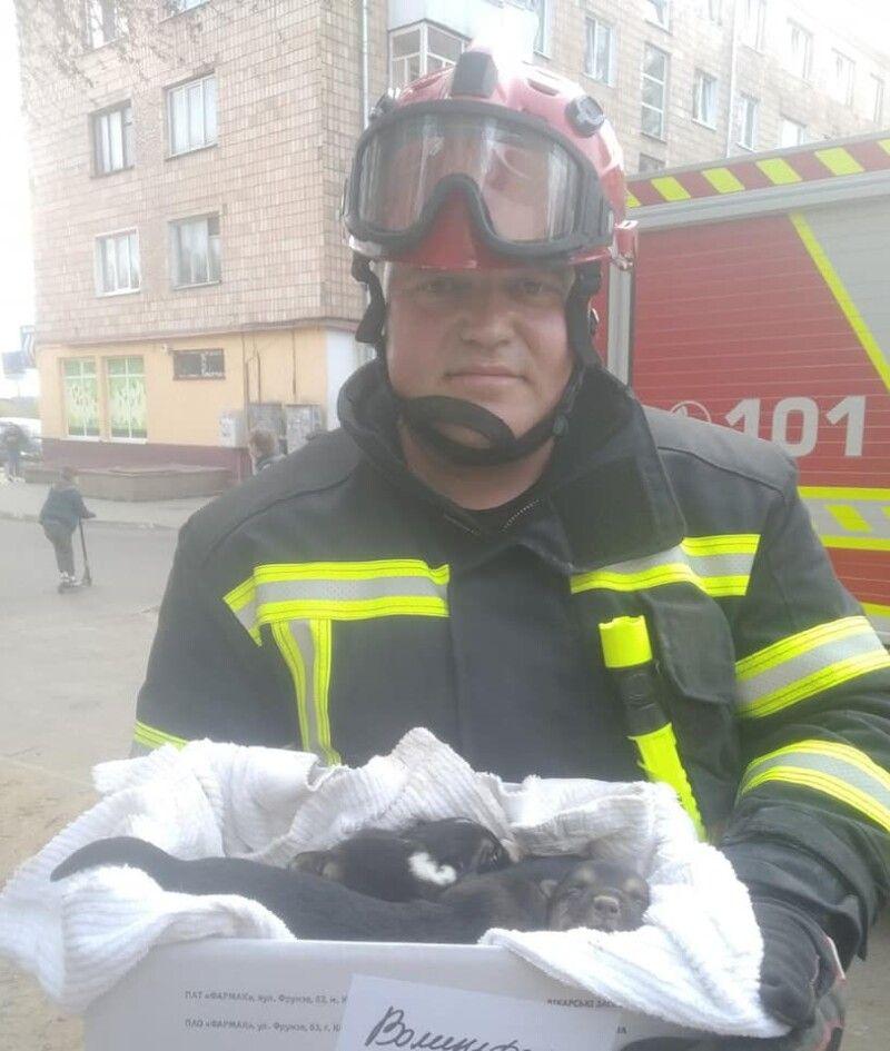 Рятувальник Юрій Дідух зі своїм «трофеєм»