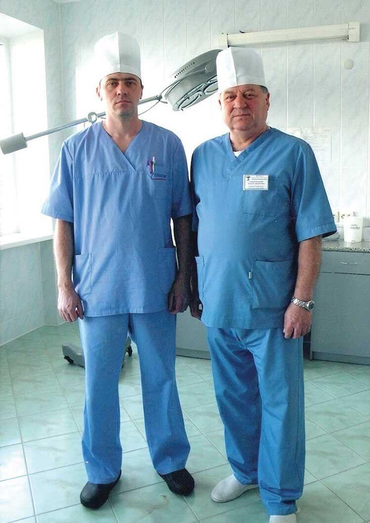 Хірурги — батько і син Комарницькі.