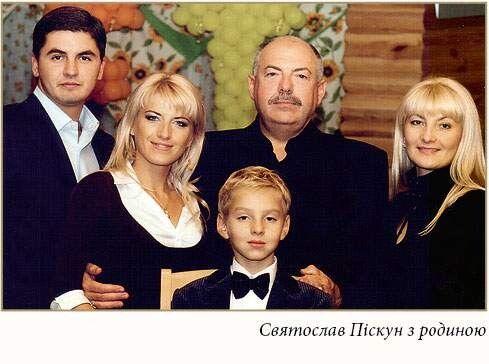 Святослав Піскун і його сім'я. Фото із сайту видавництва «Логос Україна».