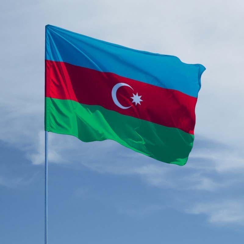 Ось так має виглядати прапор Азербайджану. Фото із сайту flagi.in.ua.